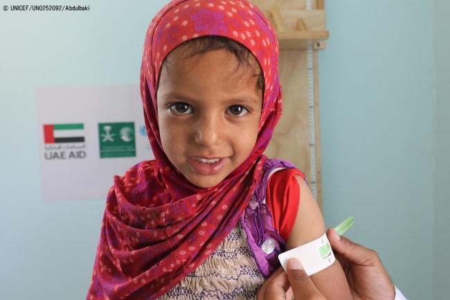 栄養不良の治療を受けるため、ユニセフが支援する保健センターに通う女の子。(2018年10月15日撮影) (C) UNICEF_UN0252092_Abdulbaki