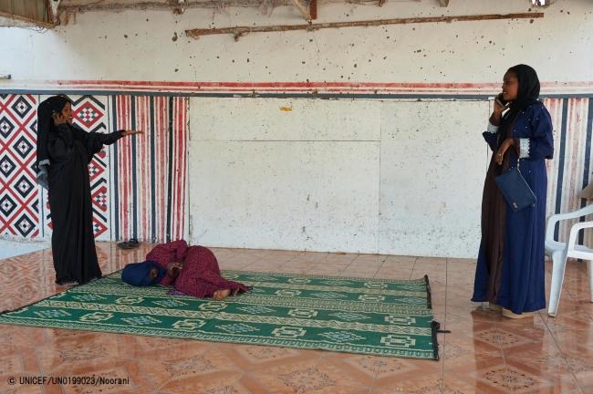 FGM根絶に向けた啓発のため、ジブチのコミュニティーセンターで劇をする若者たち。(2018年2月撮影) (C) UNICEF_UN0199023_Noorani