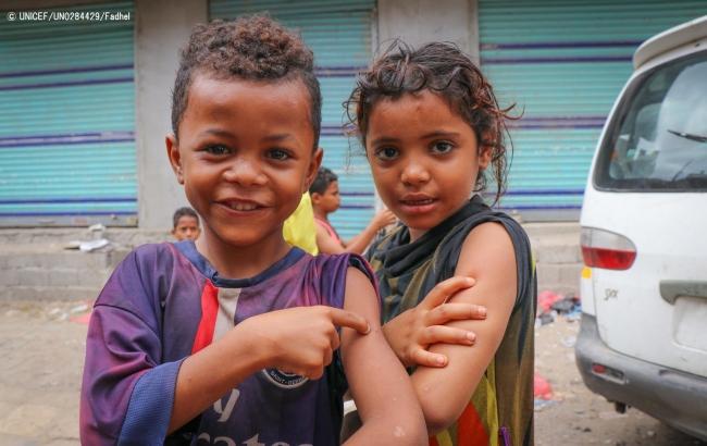 予防接種を受けたイエメンの子どもたち。(C) UNICEF_UN0284429_Fadhel