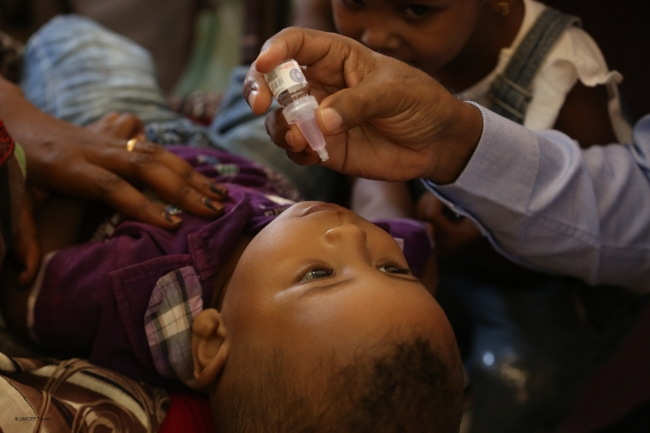 コレラの予防接種を受ける男の子 。(2019年4月撮影) (C) UNICEF Sudan