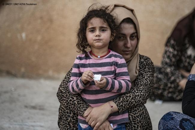 暴力から逃れ、アルアインから75km離れた町まで避難を余儀なくされたシリアの家族。(2019年10月撮影) (C) UNICEF_UNI214259_Souleiman