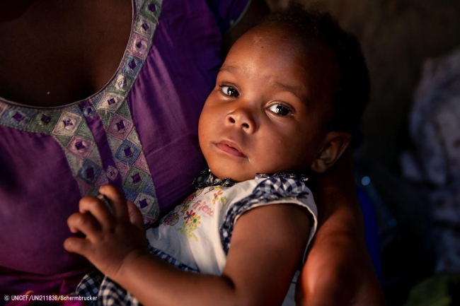 生後1カ月半でHIVに感染していると分かった女の子。(2019年8月撮影) (C) UNICEF_UNI211836_Schermbrucker