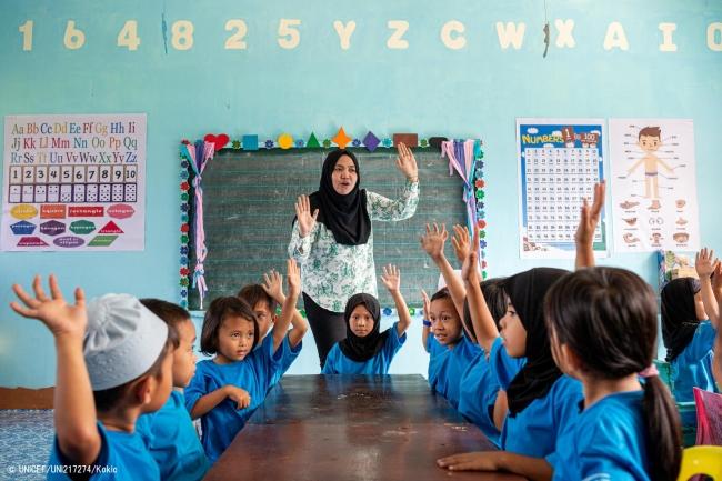 幼稚園の授業を受ける子どもたち(フィリピン)。© UNICEF_UNI217274_Kokic