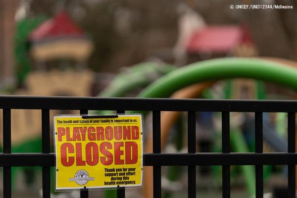 臨時休校を受けて閉鎖された米国・リッジフィールドの小学校の校庭。(2020年3月17日撮影) (C) UNICEF_UNI312344_McIlwaine