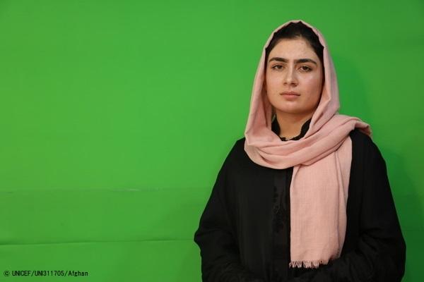 「女の子の教育を支援したい」8人の兄妹と一緒にアフガニスタンのカンダハールで暮らすリアーナさん。(2020年2月3日撮影) (C) UNICEF_UNI311705_Afghan