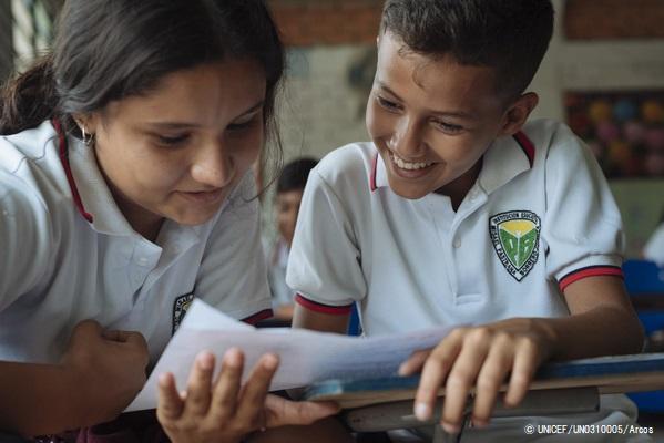 コロンビアの学校で授業を受ける子どもたち。(2019年4月撮影) ※本文との直接の関係はありません © UNICEF_UN0310005_Arcos