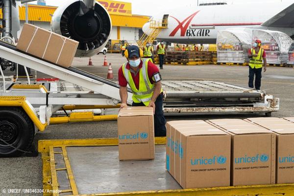 ラテンアメリカ・カリブ海諸国のCOVID-19の状況に対応するため、トクメン国際空港に到着したユニセフの医療物資。(パナマ、2020年7月撮影) (C) UNICEF_UNI346304_Amador