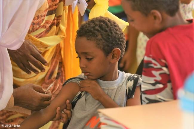 ポリオの予防接種を受ける子ども。(スーダン) (C) UNICEF Sudan