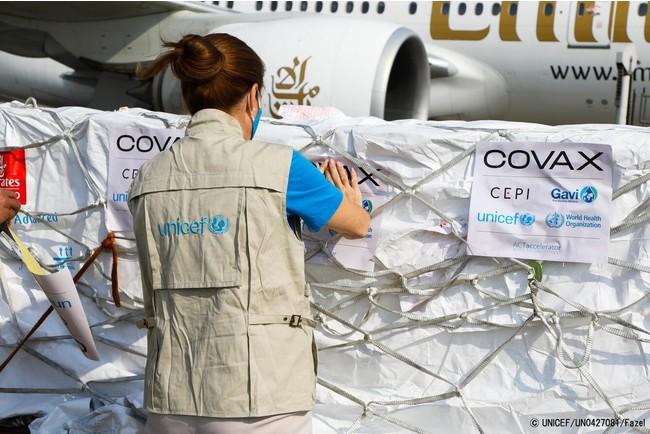 COVAXより供給され、空港に到着したCOVID-19ワクチン。(アフガニスタン、2021年3月8日撮影) (C) UNICEF_UN0427081_Fazel