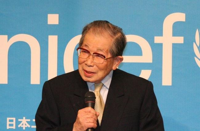 2007年4月9日、日本ユニセフ協会大使 就任記者会見に登壇された日野原先生 (C)日本ユニセフ協会_2007