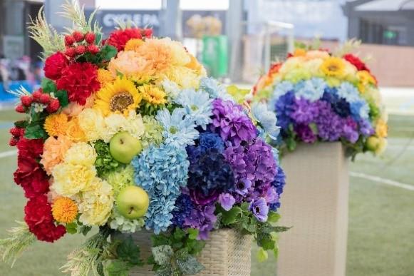 花のオブジェ共同制作「みんなでかける希望の虹」 (協力 第一園芸株式会社)