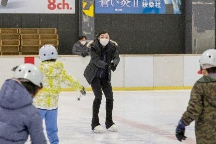 スケート教室の様子 (協力 株式会社加藤商会)