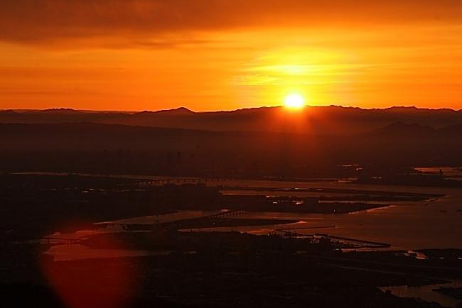 六甲山からの2019年の初日の出は 7時00分頃の予定です