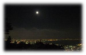 TENRAN CAFEからの夜景と満月