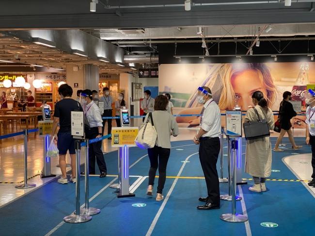 全旅行者がFaceFCの利用が必須となっている。(第3ターミナルの風景)