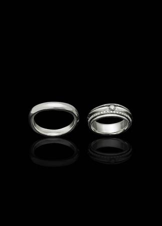 結婚指輪のデザイン例。自由にそれぞれに合うデザインを採用してペアとするのもヨーロッパではよくあるスタイル。