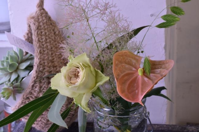 【東京・北千住の花屋Hanayue(ハナユエ)】エコバッグにもピッタリ!花屋直営のお花の定期便「Hanayue お花の定期便」の新規入会で、お花の「レジン」アクセサリーをプレゼント
