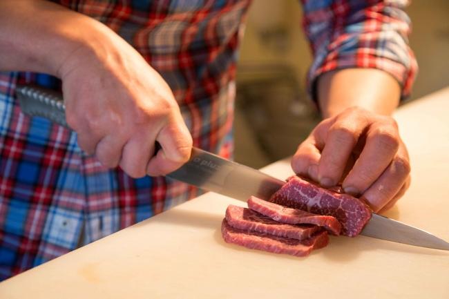 お肉は注文を受けてからカットでどこよりも鮮度を大切に冷凍無し。