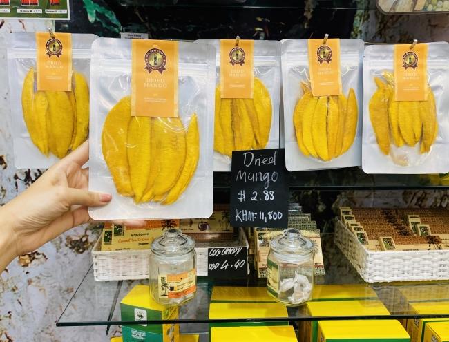 Amazing Camboida AEON MALL PHNOM PENH店と、シアヌークビル国際空港店でドライマンゴーが発売中