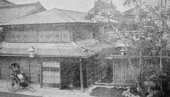 明治初期の白井屋旅館 江戸時代より大火戦災などにより改築を重ね、現在の 建物(旧館)は1970年代に建て替えられたRC造4階