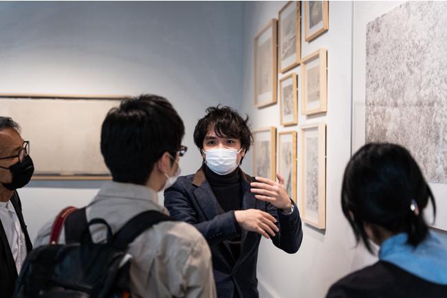京都を拠点に活動する、マカオ出身の現代美術作家シーズン・ラオ氏