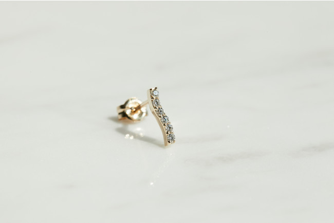 Waving Pave Earring/25,300円(税込)