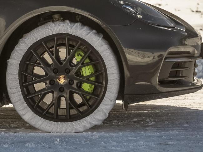 布製タイヤチェーンは、いざという時の緊急脱出ツールとして大注目
