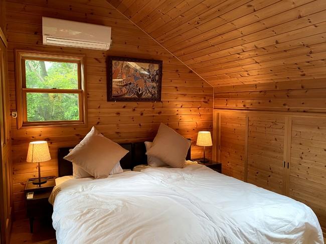 ベッドは高級ホテルに導入されるシーリー 社シングルベッドを2台配置。ソファベッドはフランスベッド のクイーンサイズです。
