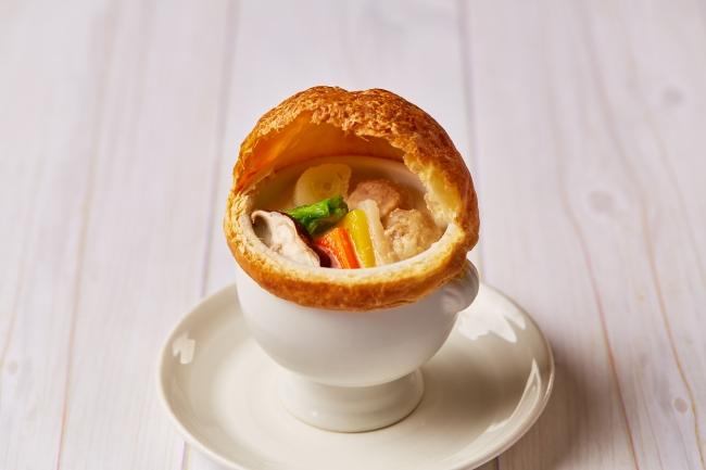 コラーゲンたっぷり 魚介のすりみと野菜のパイ包みスープ