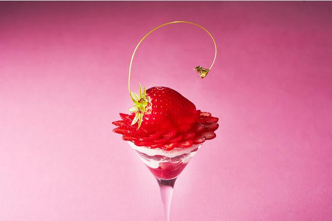採り立ての苺をイメージした、苺の茎のカーブがリアルなデザインを演出