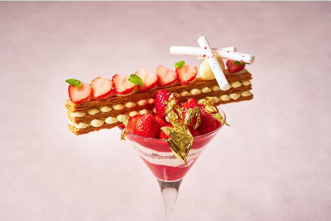旬の苺を約1パック分を使ったご褒美パフェ