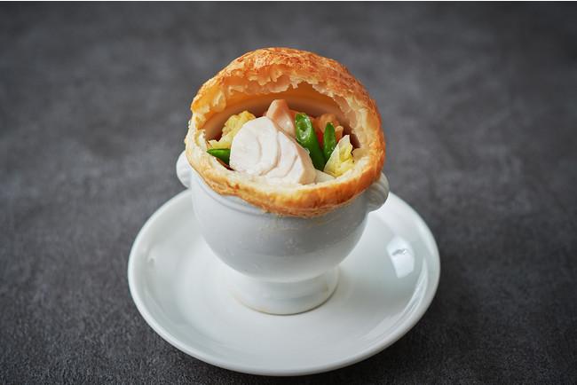 コラーゲンたっぷり 鱈と冬野菜のパイ包みスープ