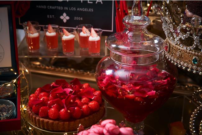 真実の愛の苺タルト(左)、beautyストロベリースープ(右)