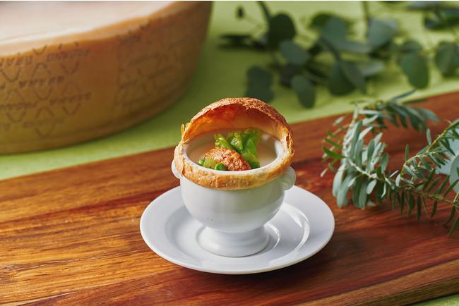 春野菜と大豆ミートのパイ包焼き 豆乳と味噌のスープ