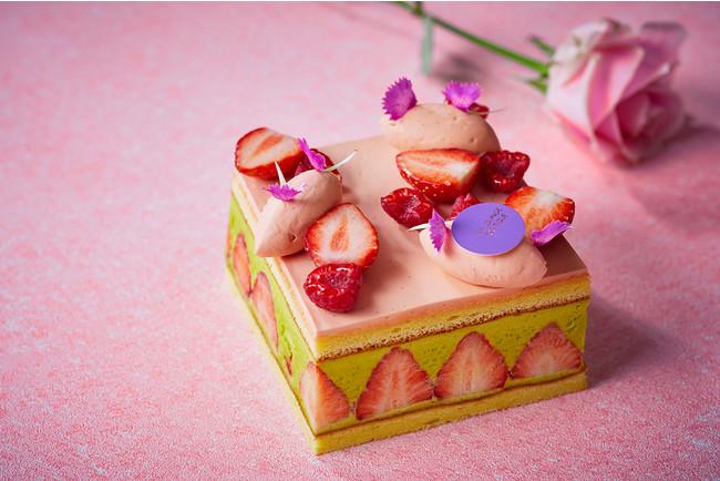ピスタチオやフランボワーズのバタークリーム2種を使い、果汁たっぷりな苺をあわせたフレジェ