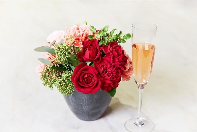 お花の贈り物や乾杯酒イメージ