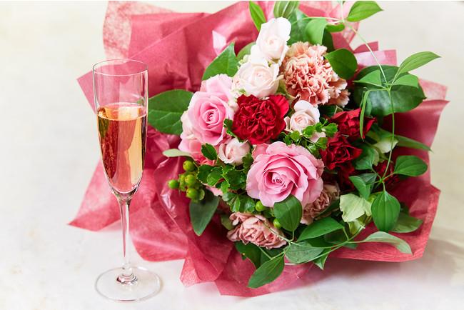 お花のギフトと旬の食材を使ったお料理やアフタヌーンティーで感謝の気持ちを贈るプランを販売