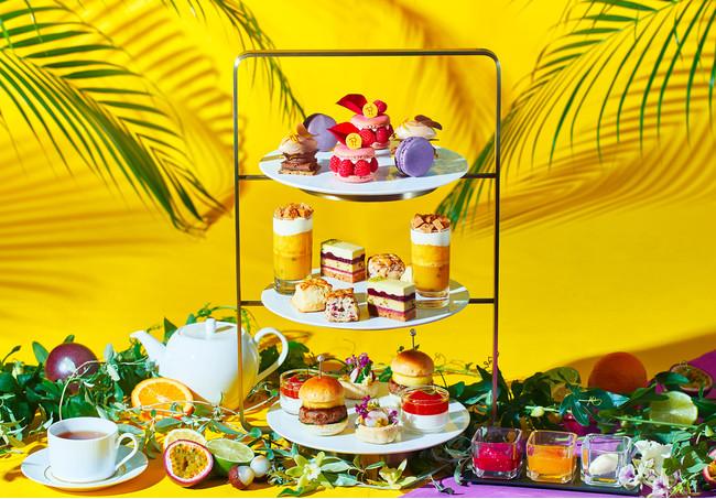 フルーツをふんだんに使った見た目にも鮮やかなスイーツはピエール・エルメ・パリから4品、德永によるスイーツ1品で構成