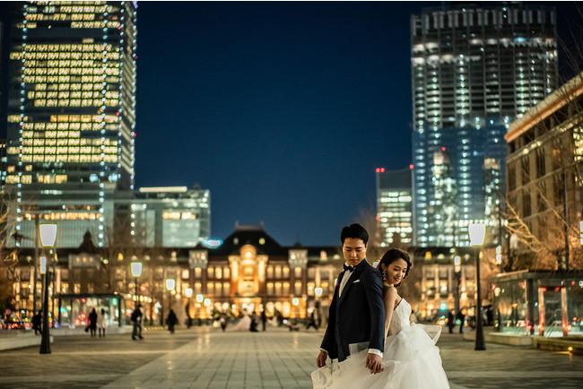 東京駅や東京タワーなどご希望の場所で撮影できる(東京駅前)