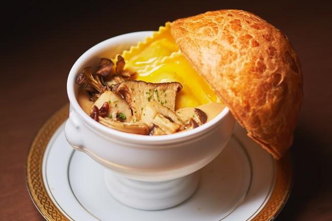 ポルチーニ茸のパイ包みスープ