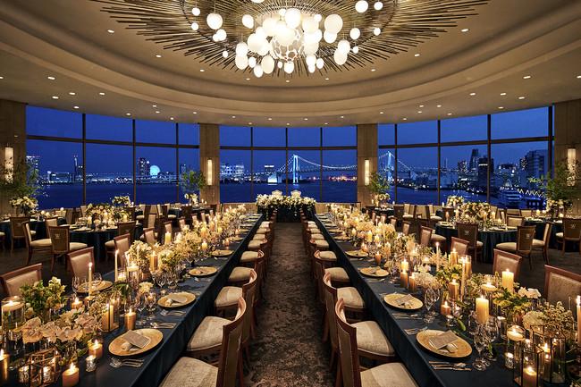 シャンデリア、床面、壁面などすべてをリニューアルした宴会場「ウィラード」