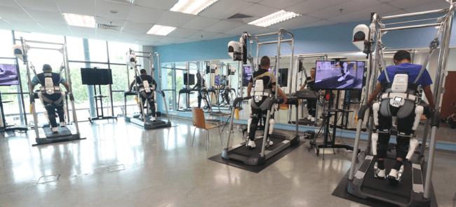 医療用HALによるサイバニクス治療の様子 @マレーシアのサイバニクス治療センター(SOCSOリハビリテーション内)