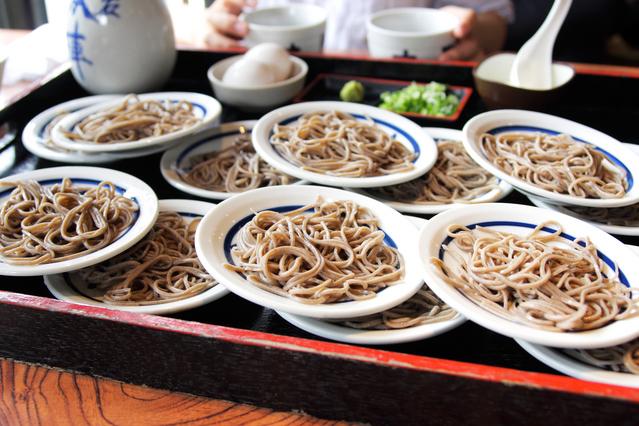 名物「出石蕎麦」。江戸時代に信濃国上田藩の藩主が蕎麦職人を連れてきたのが由来とされている