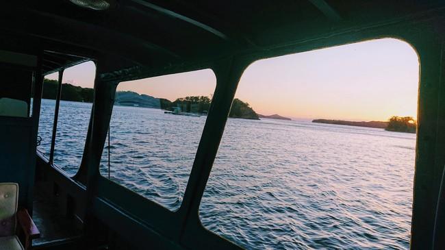 船室から観る夕陽