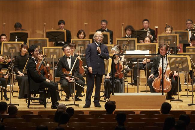尾高忠明の指揮とお話でお届けする「午後のコンサート」はオーケストラメンバーも笑顔に (C)上野隆文