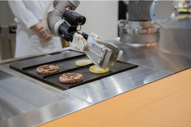 「ハンバーガーショップ専用の調理ロボット」を共同開発