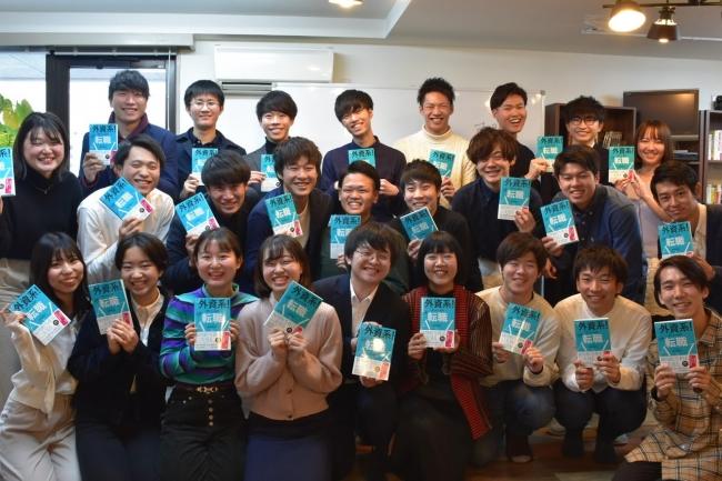 株式会社 AT Globe 代表取締役 鈴木 氏 と参加者による集合写真