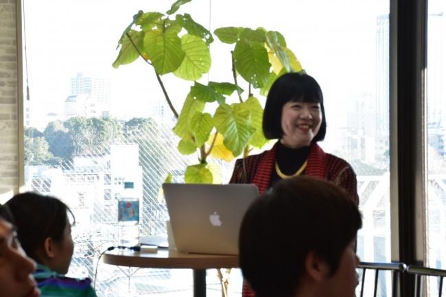鈴木 氏が自己分析、人の個性を知ることの重要性を講演する様子