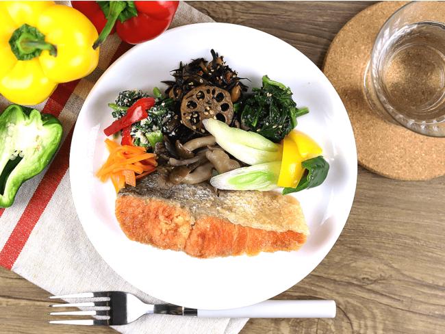 身体作りには欠かせないのが食事。安心安全をコンセプトにした低糖質宅配食を標準で提供