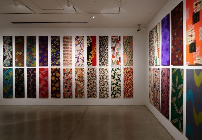 32点におよぶパネル化された銘仙コレクションの数々。Photo Nacasa & Partners